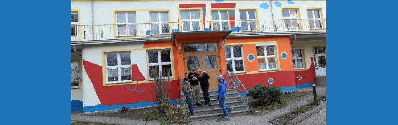 upload/IB-Mitte_NEU2017/S1_Erziehungshilfen/Sachsen/H_HzE_Borna_KiHa_2017_Hausfront.jpg