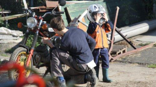 upload/IB-Mitte_NEU2017/S1_Erziehungshilfen/Sachsen/U_HzE_Borna_KiHa_2017_MotorradKid.jpg